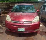 A very clean in and out Toyota Sienna 2005 model for sell urgently